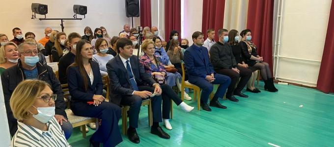 Депутат Михаил Зубарев принял участие в торжественном мероприятии, посвященном началу учебного года в Малышевской детской школе искусств